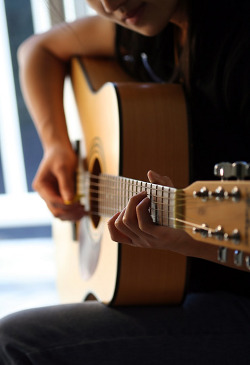 Find a Good Guitar Teacher: Learning Guitar Online Ain't Enough